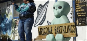 Aliens welcome Earthlings
